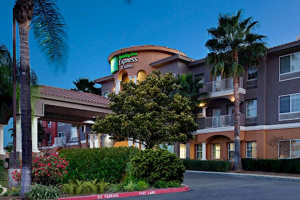 Holiday Inn Express & Suites Corona